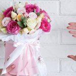 Интересные варианты букетов из роз в коробках